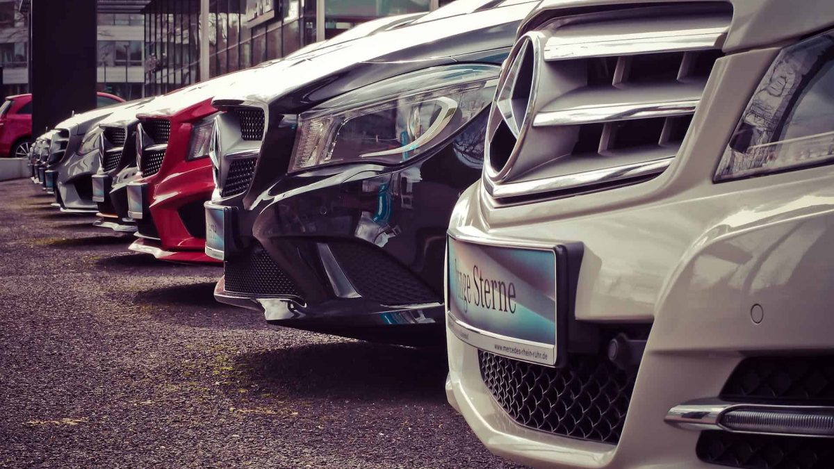 How to Make Money Selling Cars Online